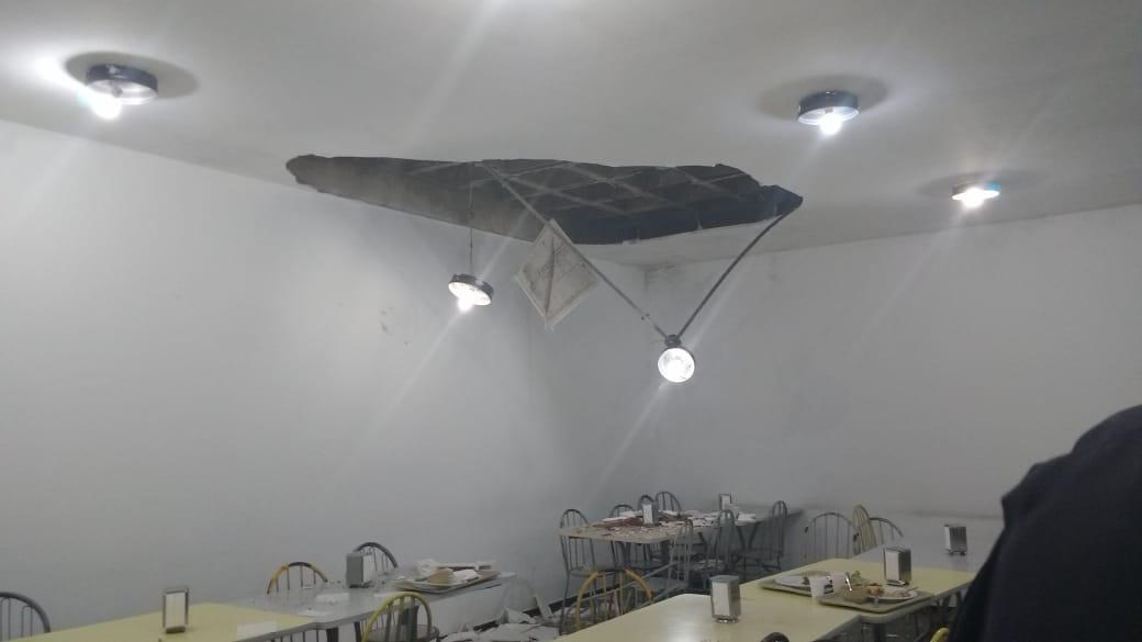 Imagem de Teto do refeitório do Paço de Santo André desaba e assusta servidores no horário do almoço